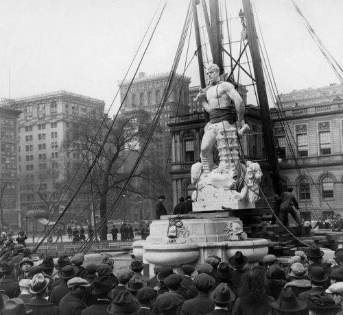 Civic Virtue installed Manhattan 1922